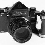 Pentax 6x7 Mittelformatkamera (Foto Wikipedia)
