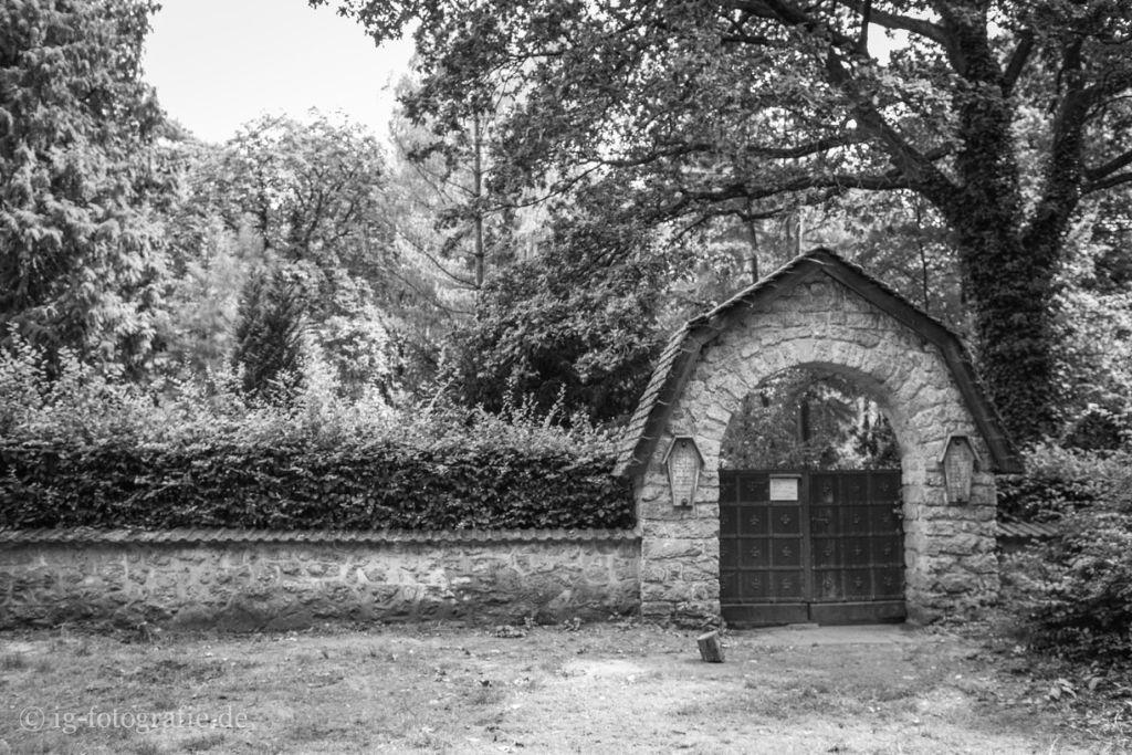 Nico Velvet Underground Grab Selbstmörder Friedhof Grunewald Forst